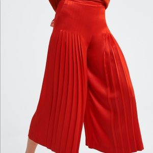 NWT's Zara Pleated Red Culottes Size Large L